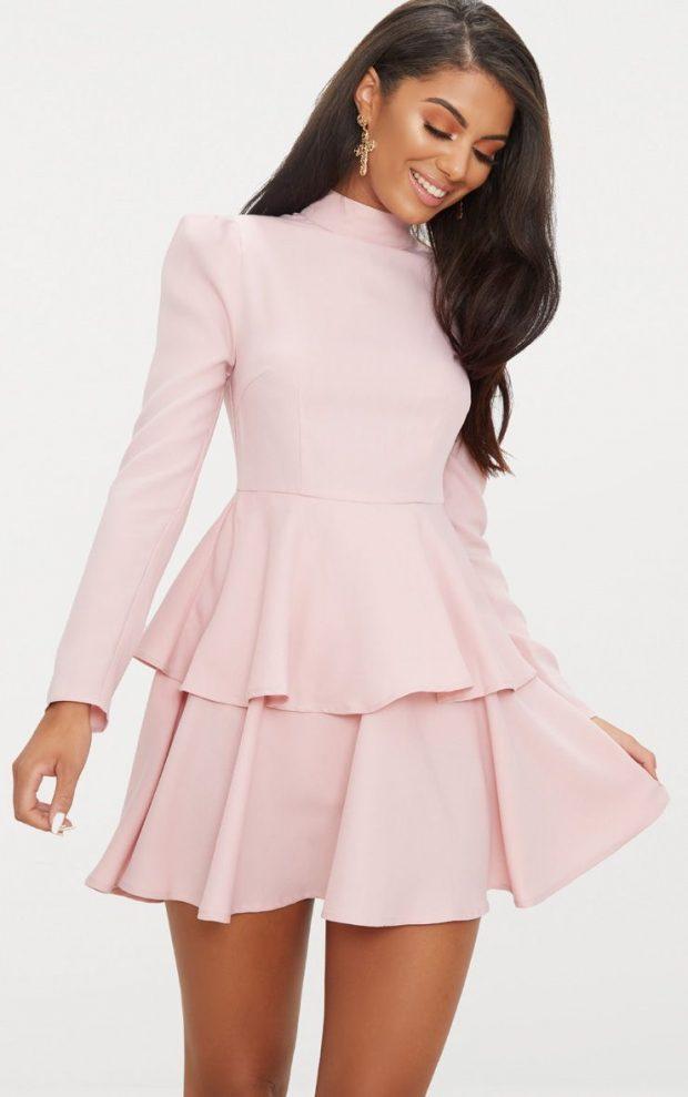 платья на выпускной 2019: нежно-розовое короткое