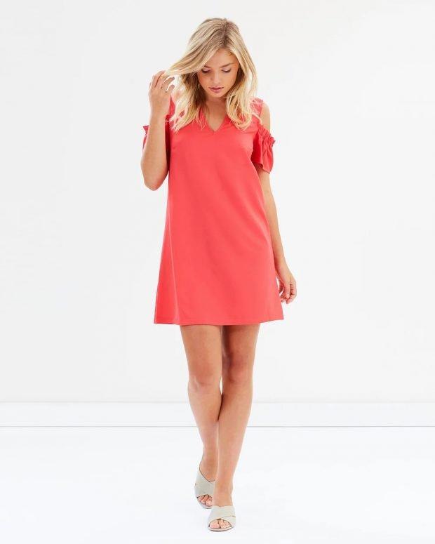 коралловое платье рукава рюши