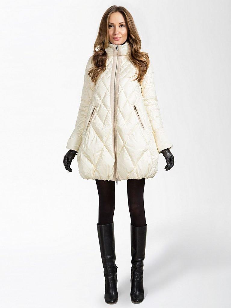 пуховик-платье длиной до колена белый