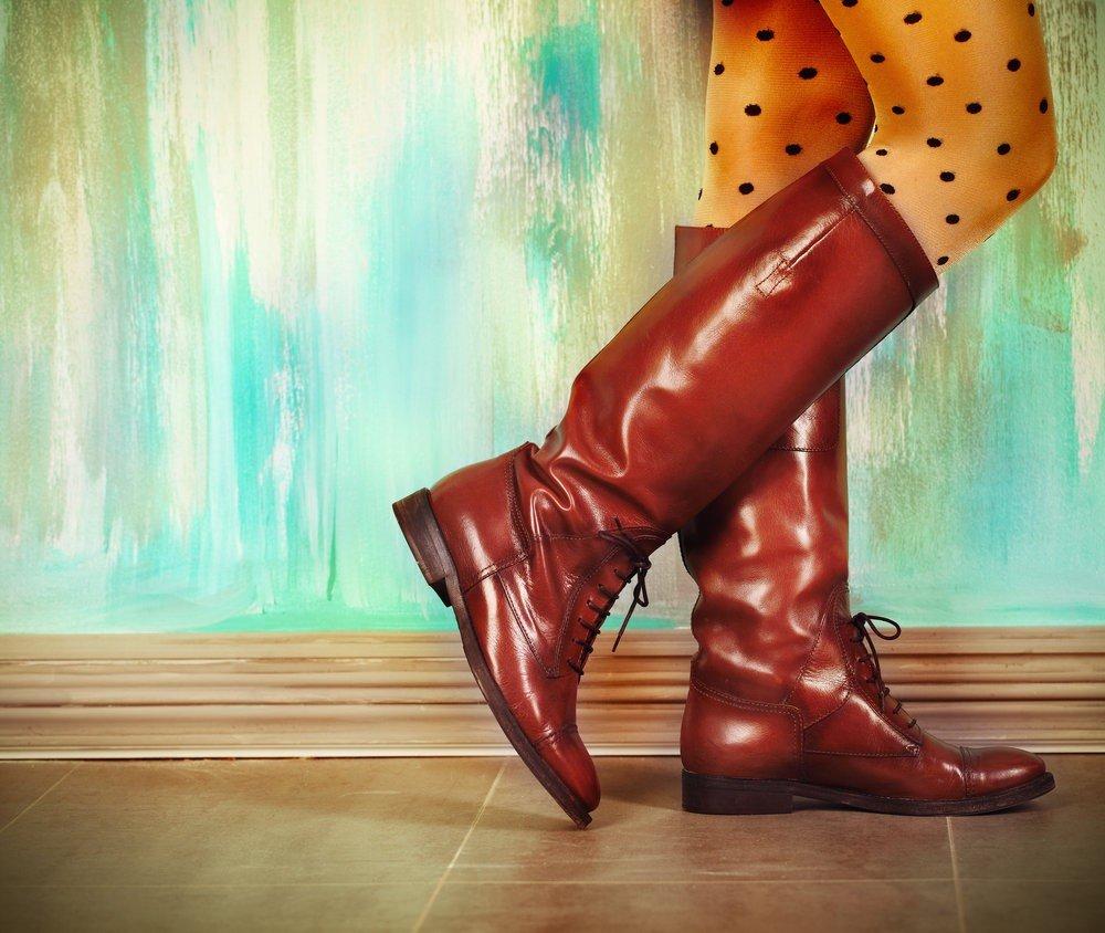 рыжие кожаные сапоги без каблука каждодневные