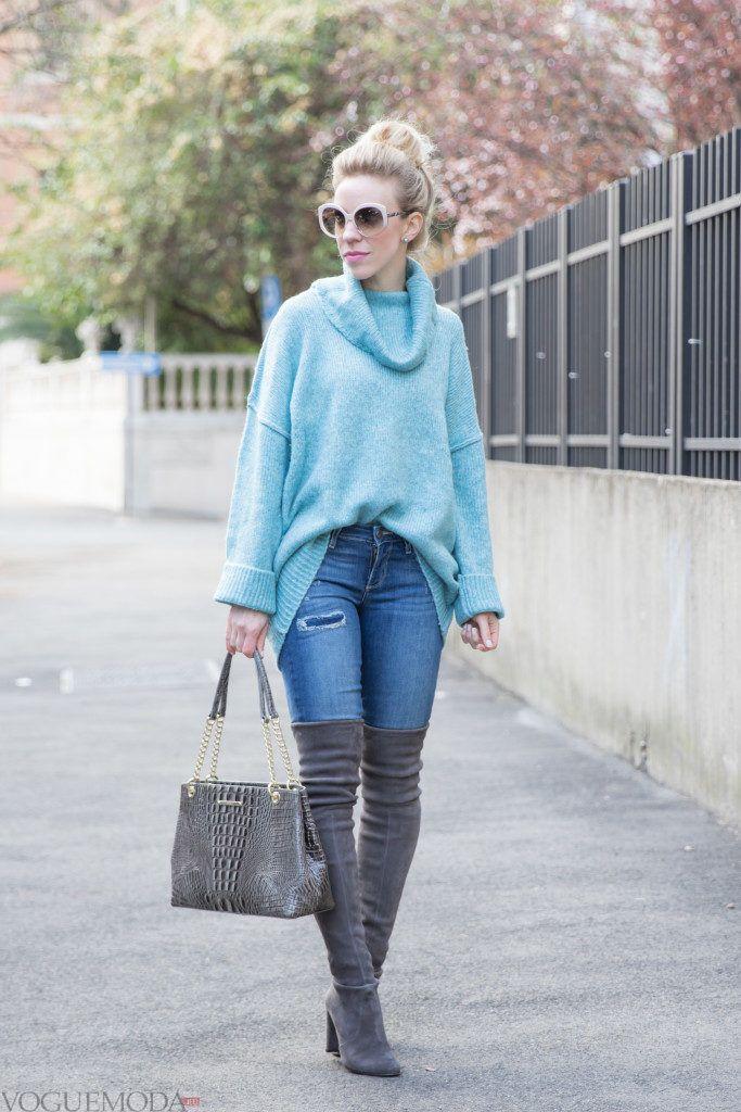 серые сапоги и мятный свитер