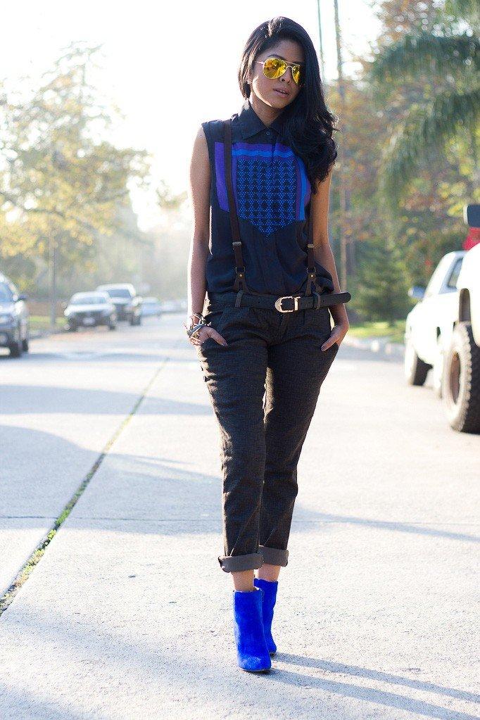 замшевые синие ботильоны с брюками