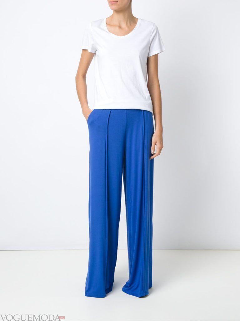 широкие ярко синие брюки с топом