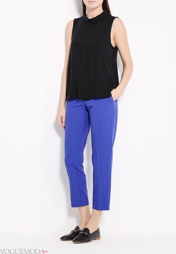 ярко синие укороченные брюки с топом