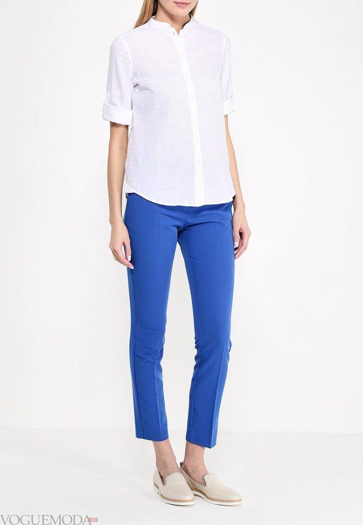 ярко синие укороченные брюки с рубашкой