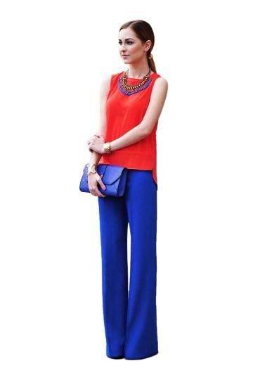 ярки синие брюки клеш с красной блузой