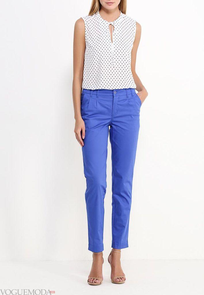 лук ярко синие брюки с белой блузкой
