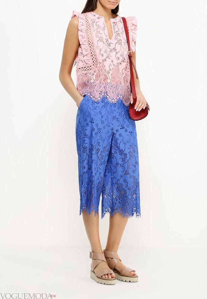 широкие ярко синие брюки кружевные
