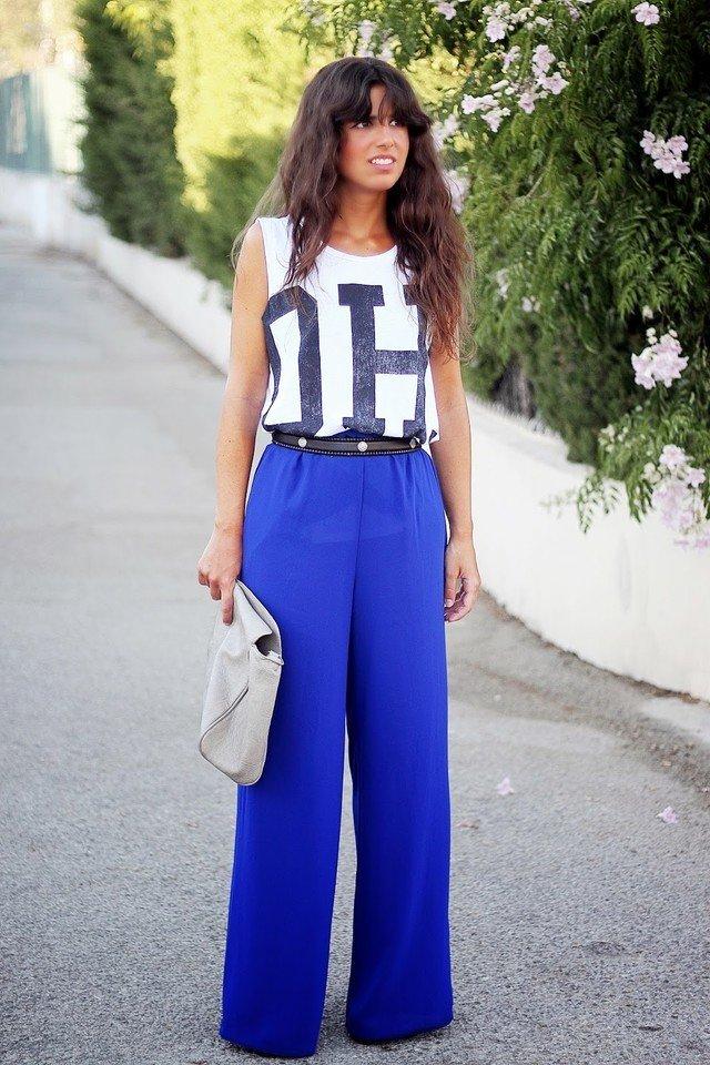 широкие ярко синие брюки с поясом