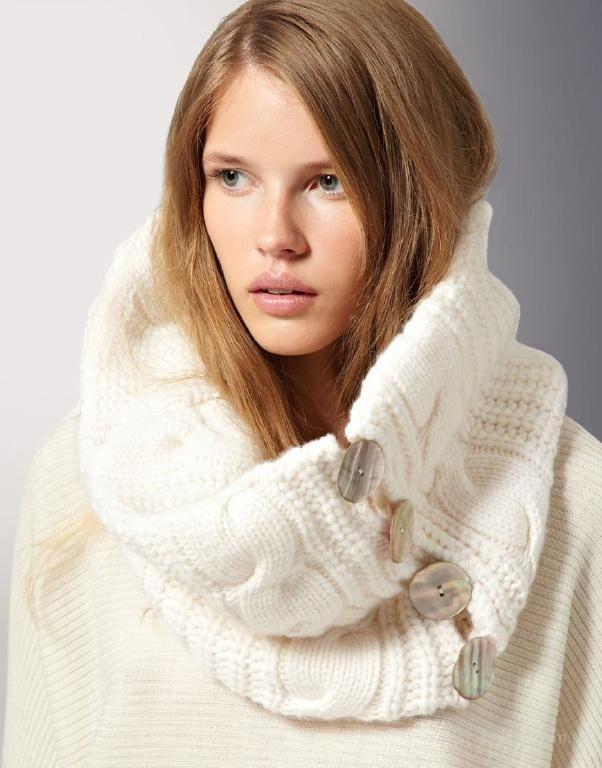 шарф снуд с пальто светлый