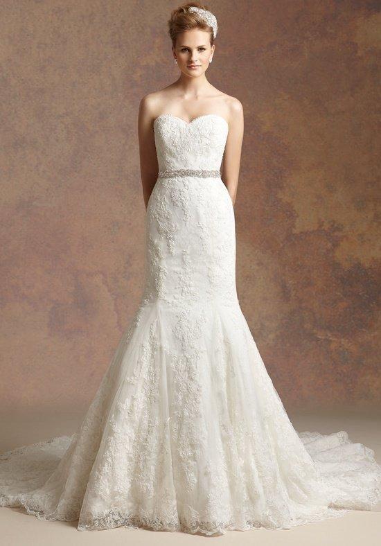 свадебное платье с кружевом и поясом