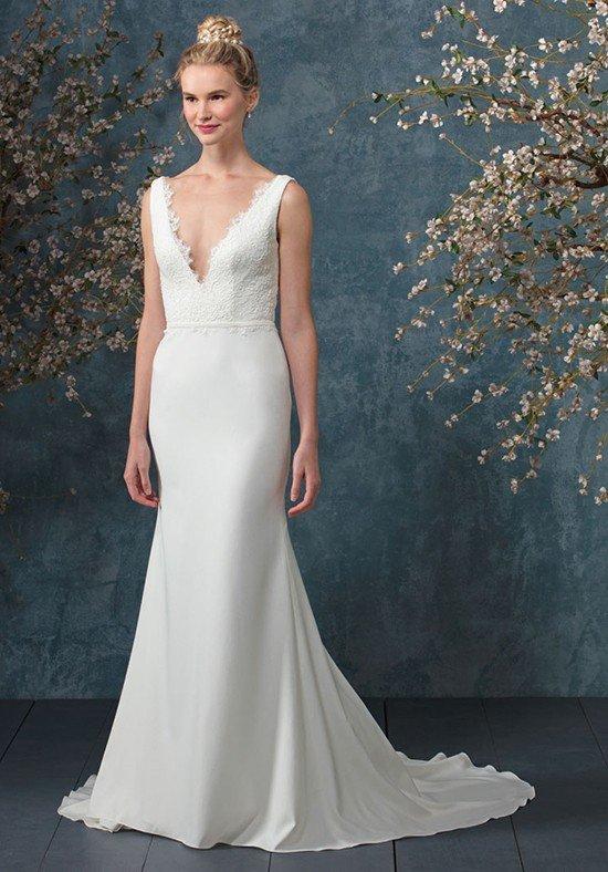 свадебные платья: со шлейфом и вырезом