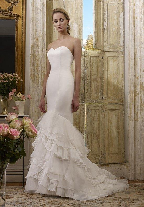 свадебные платья: с многослойным шлейфом