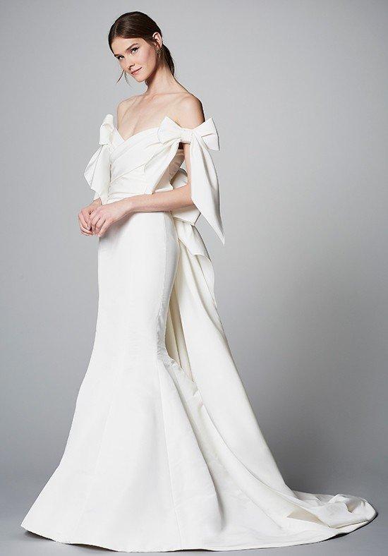 свадебные платья: со шлейфом и бантами