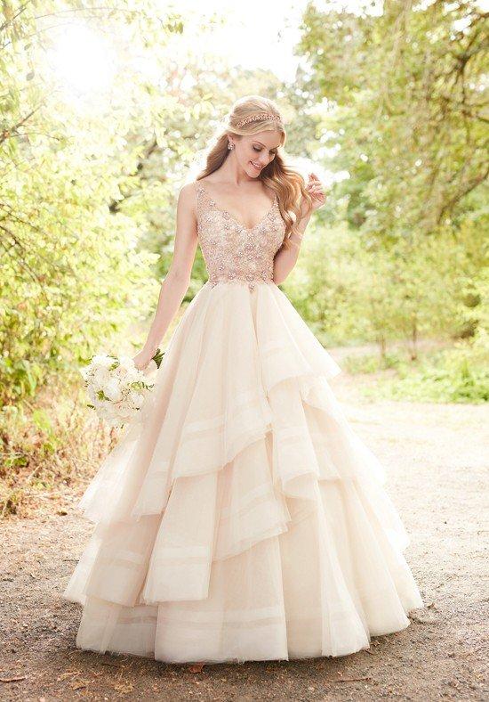 фото свадебных платьев: цветное многослойное