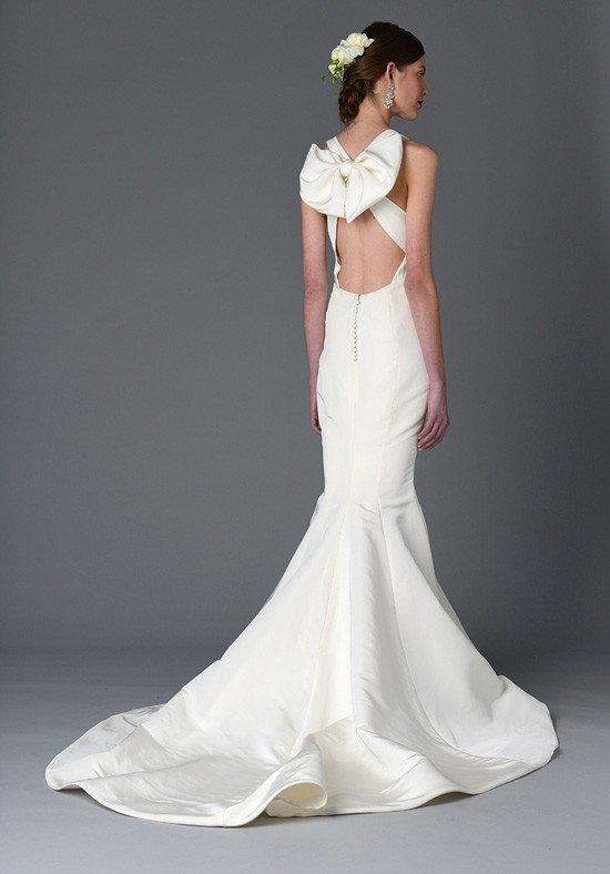 свадебное платье с открытой спиной и декором