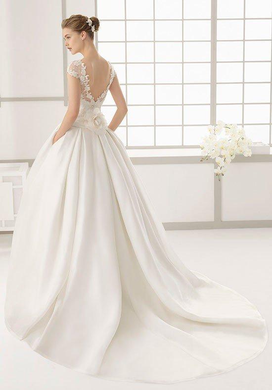 фото свадебных платьев: с открытой спиной пышное