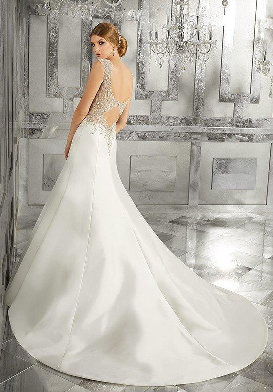 фото свадебных платьев: с открытой спиной со шлейфом