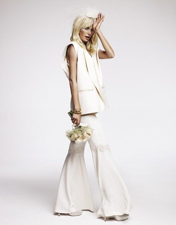 фото свадебных платьев: костюм светлый