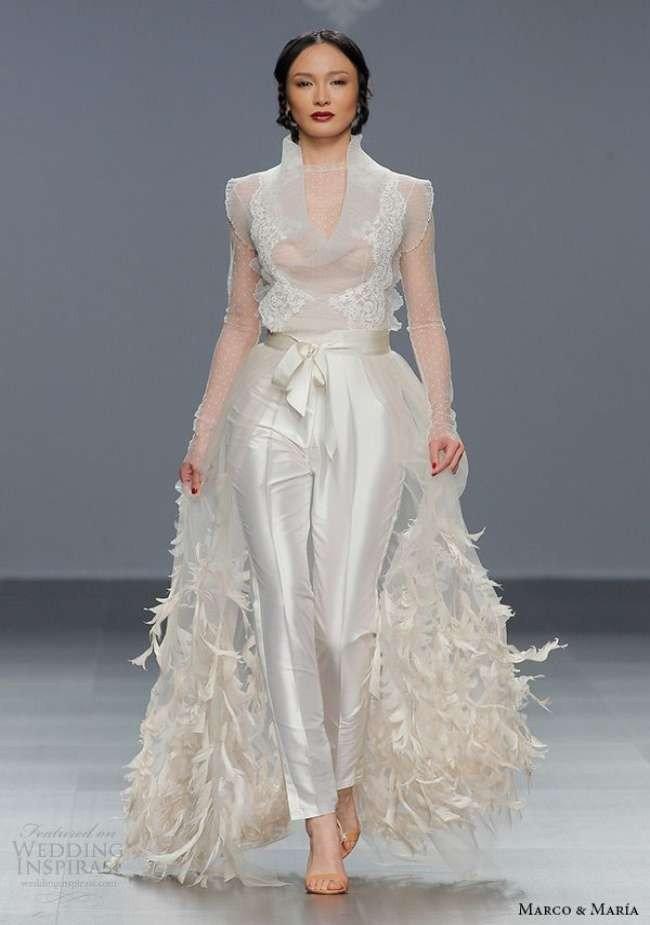 фото свадебных платьев: комплект с декором