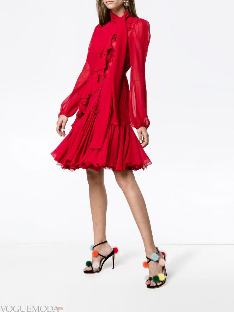 красное платье плиссе для встречи года крысы