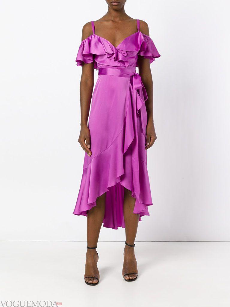 пурпурное платье с рюшами для встречи года крысы