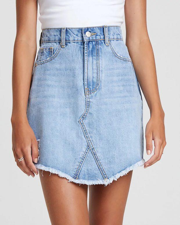 Юбки 2021 года: короткая джинсовая
