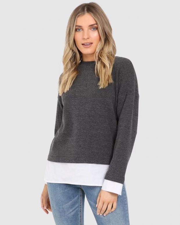 темно-серый свитер под голубые джинсы