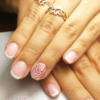 френч на коротких ногтях с цветком