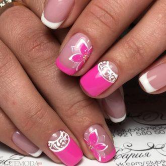 розовый френч на коротких ногтях