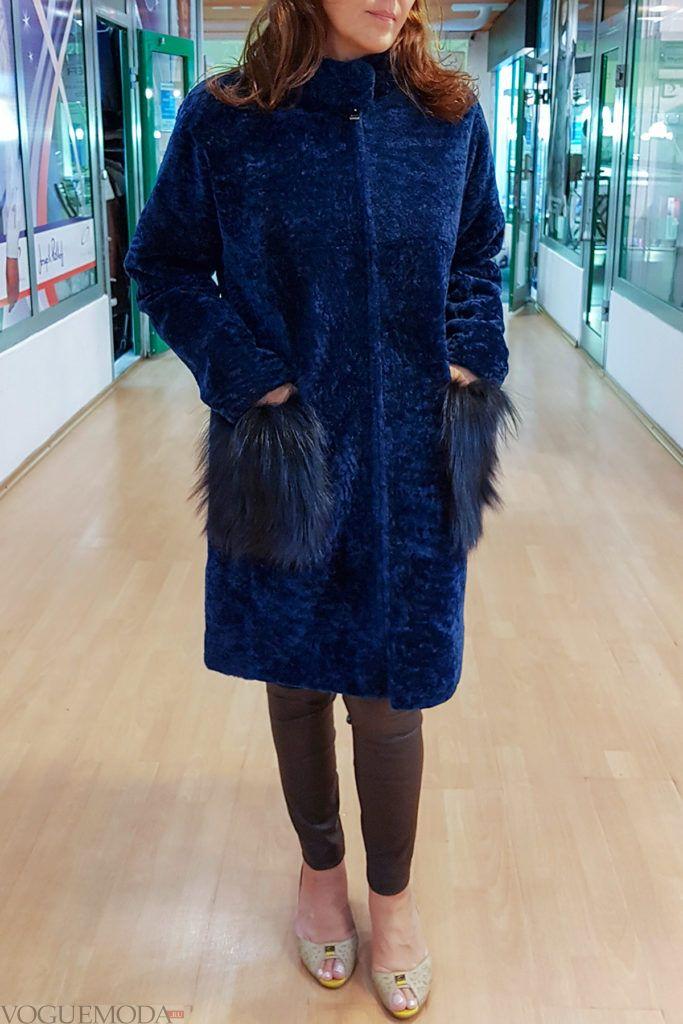 женская синяя дубленка с накладными карманами