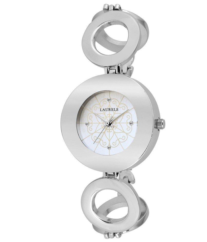 женские часы с модным ремешком серебряные
