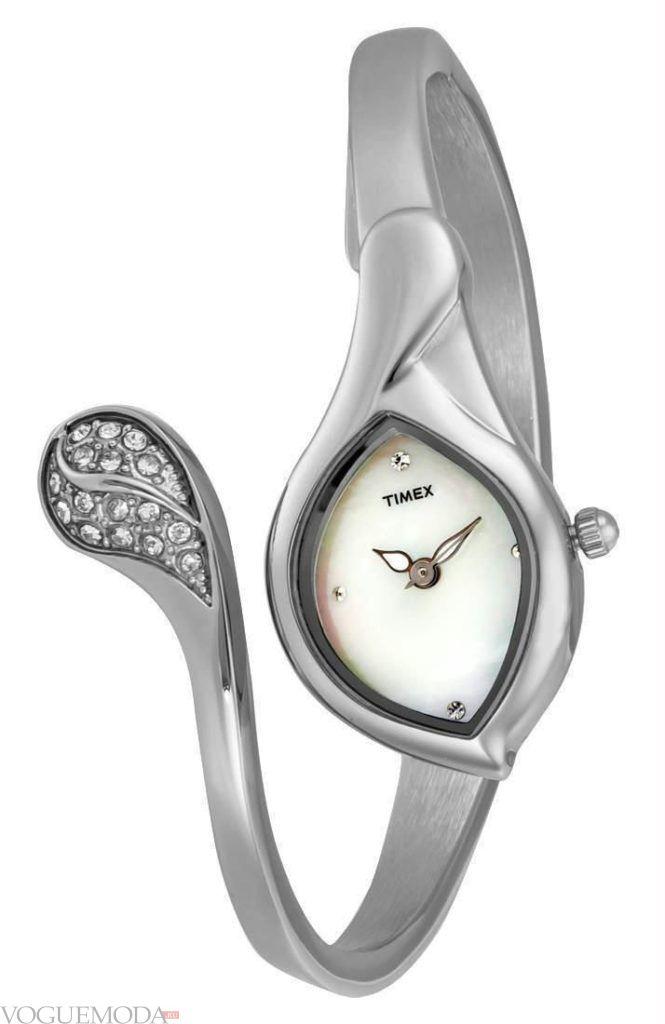 женские часы с модным ремешком с декором