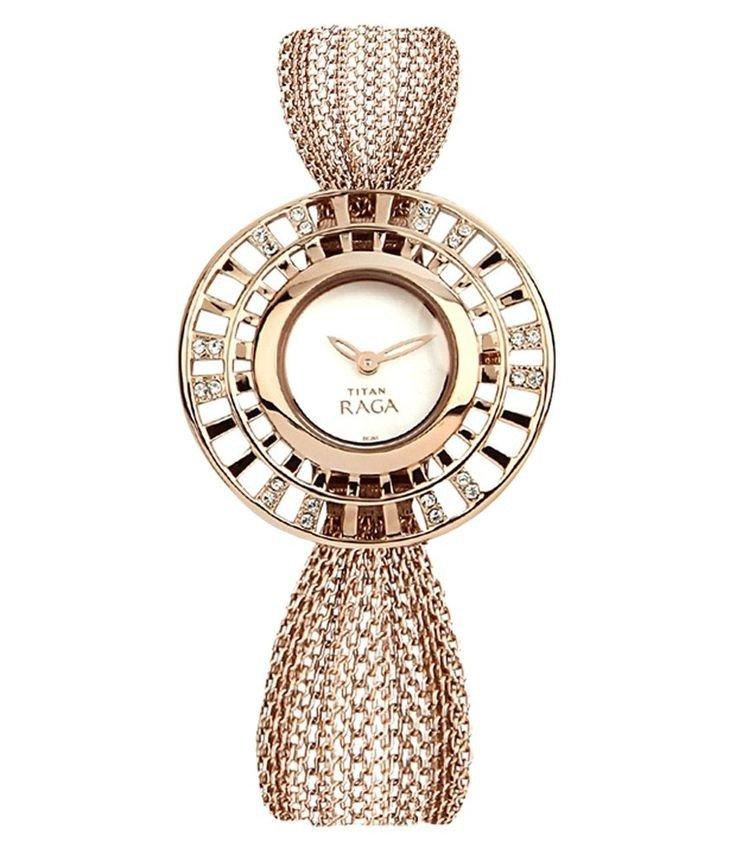 часы с необычной формой циферблата с декором