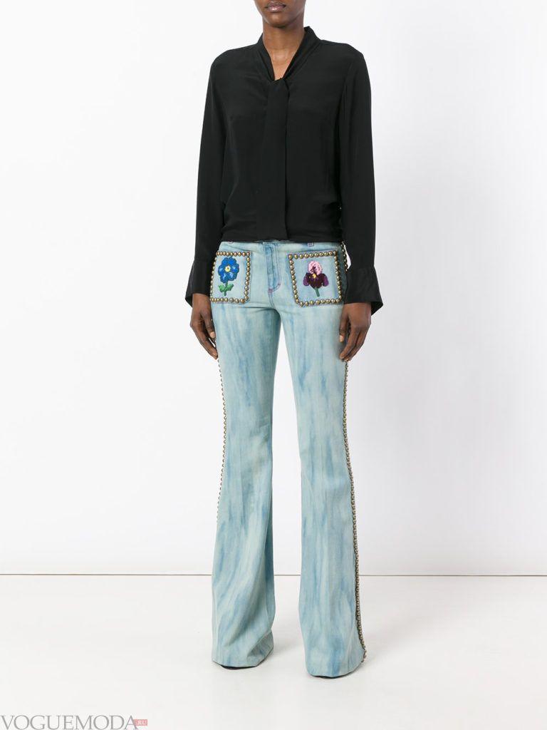 модные джинсы с декором светлые