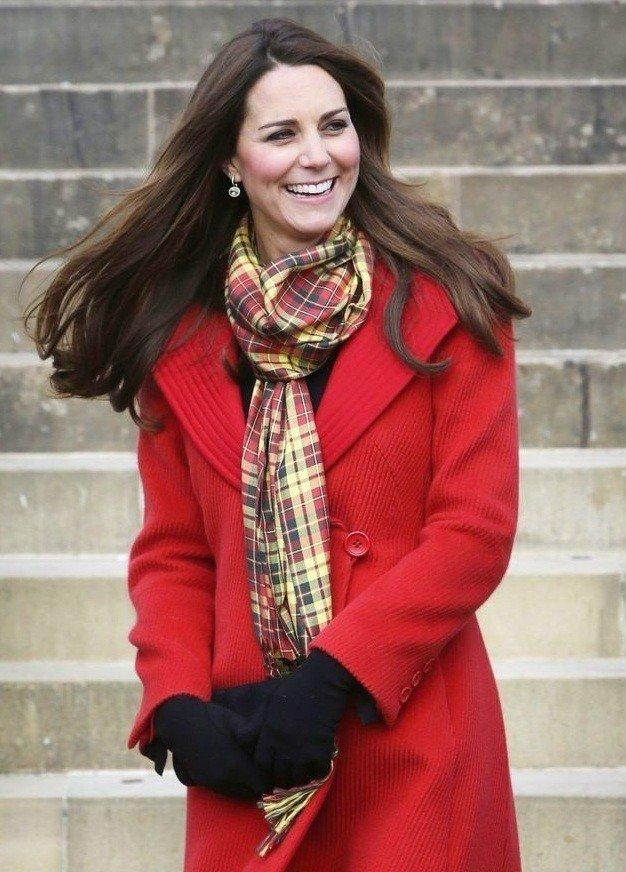 цветное пальто с шарфом