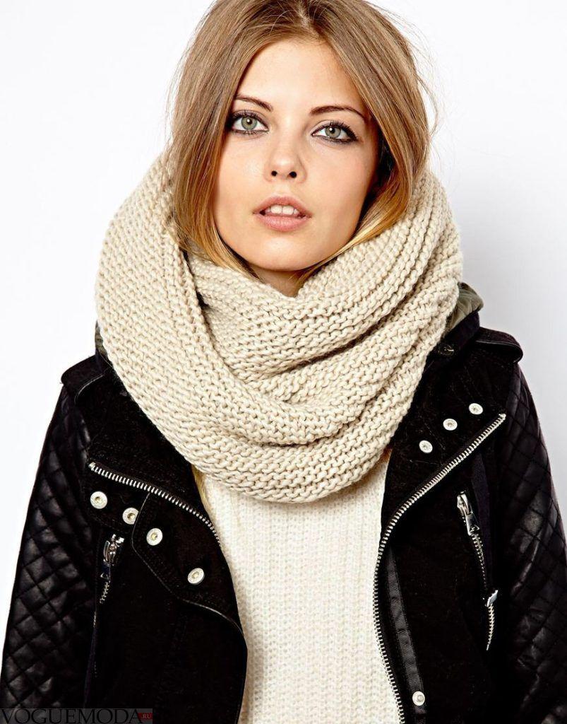 вязаный светлый шарф