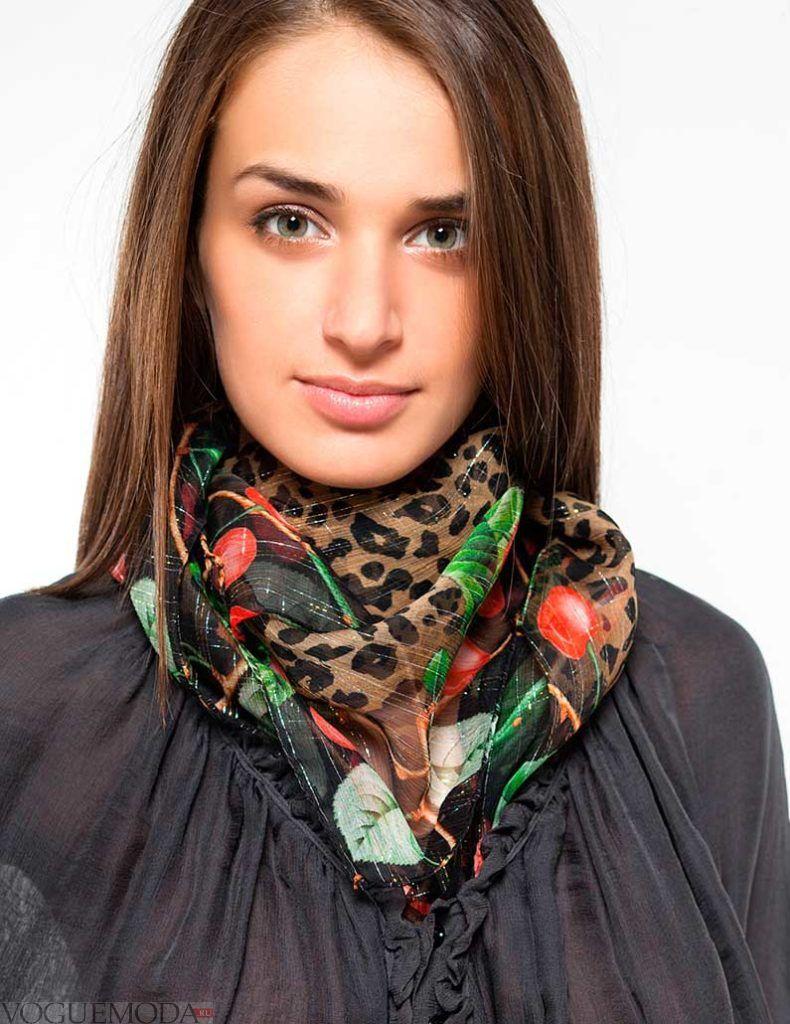 шарф из платка яркий