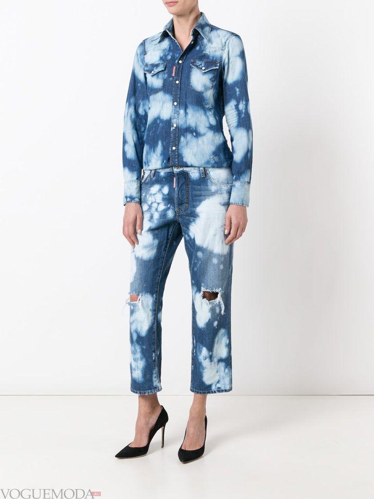 женский джинсовый комбинезон с принтом