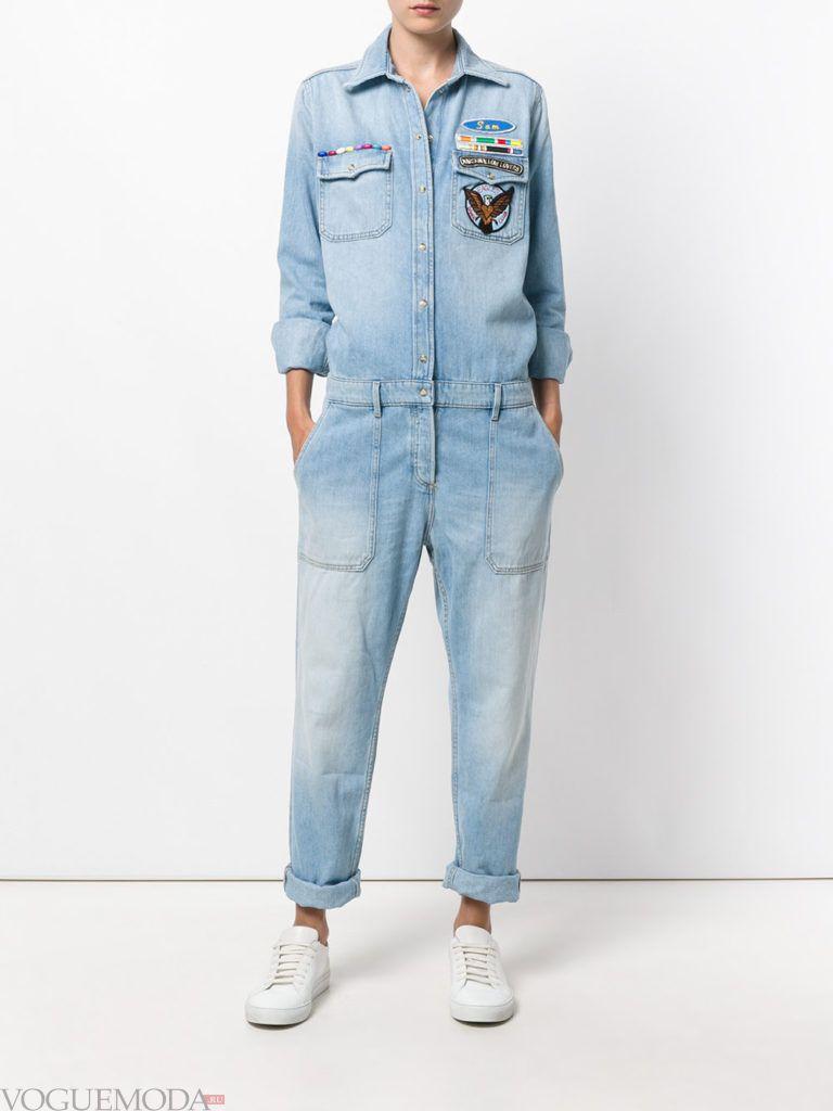 женский джинсовый комбинезон светлый