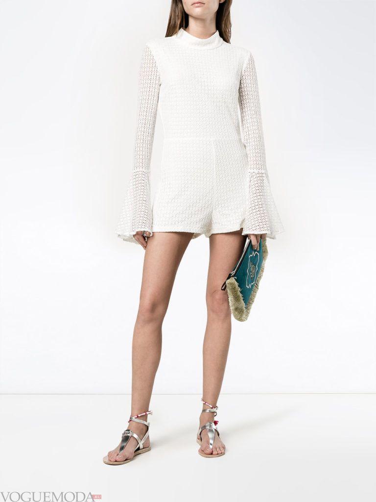 женский комбинезон с шортами белый