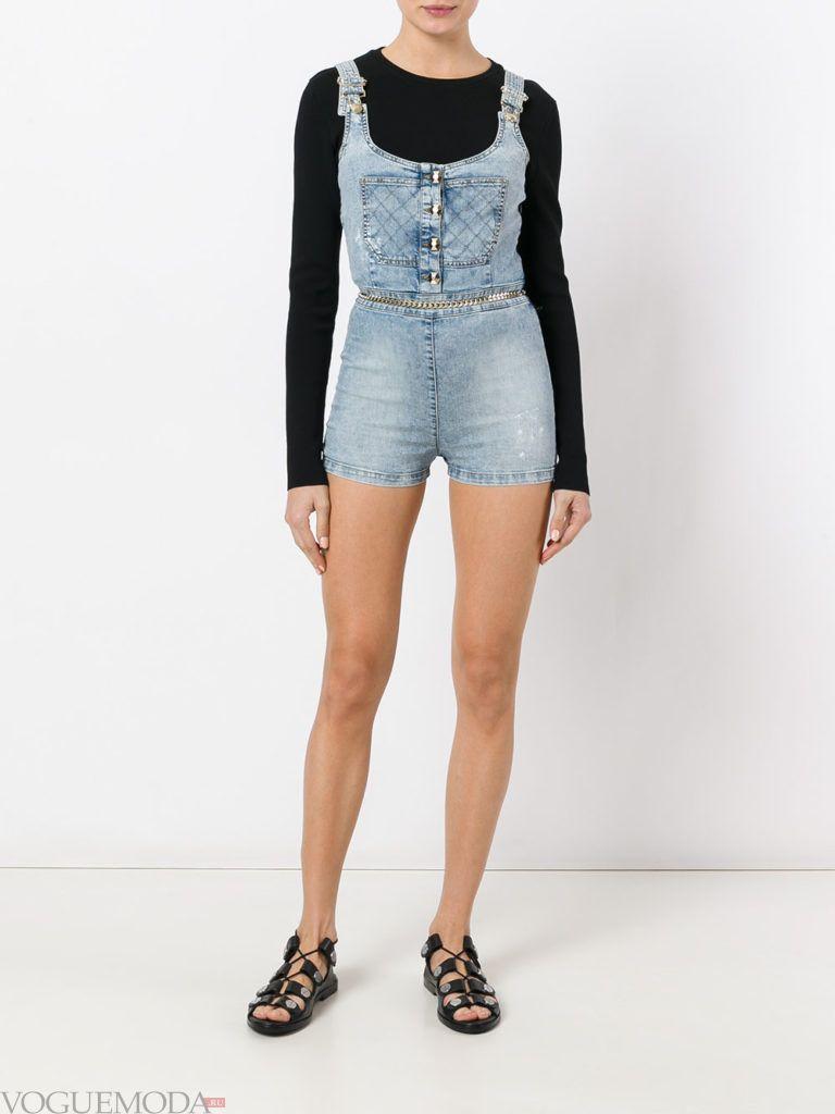 летний джинсовый комбинезон короткий