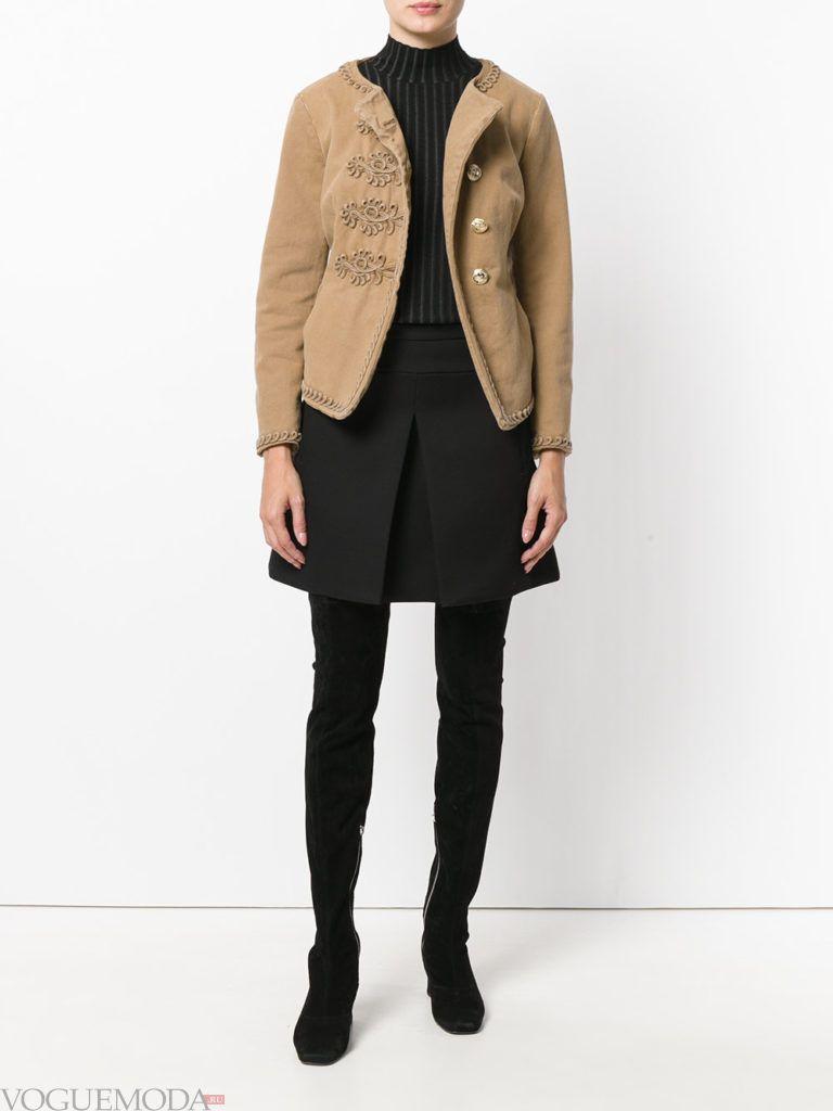 женская куртка в стиле милитари бежевая