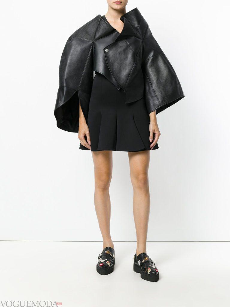 женская объемная куртка кожаная