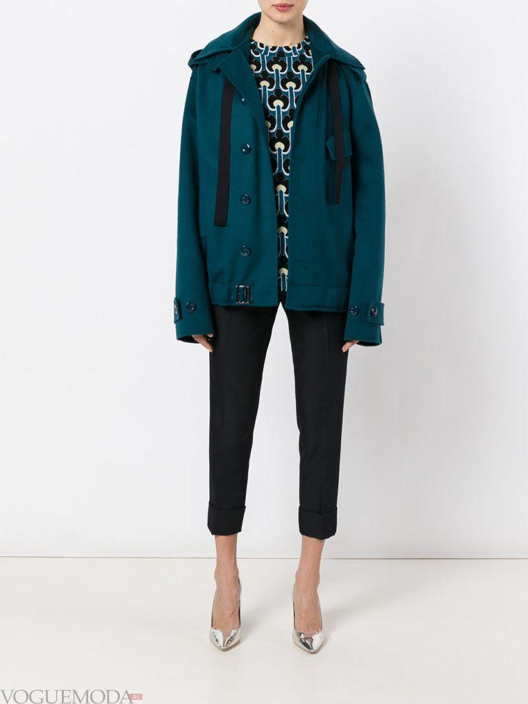 женская объемная куртка зеленая