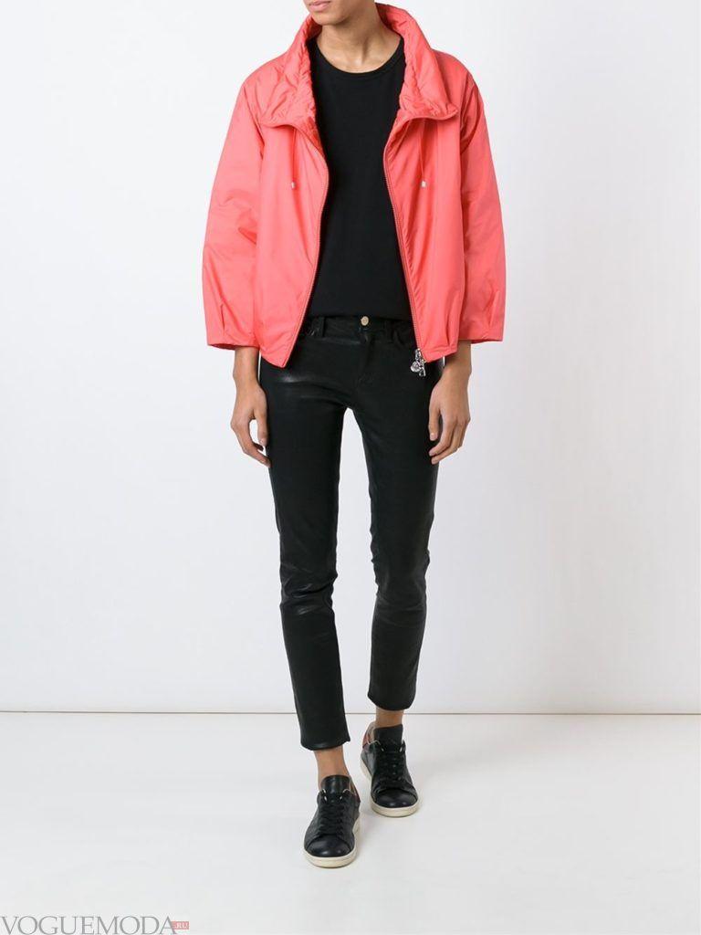 женская объемная куртка алая