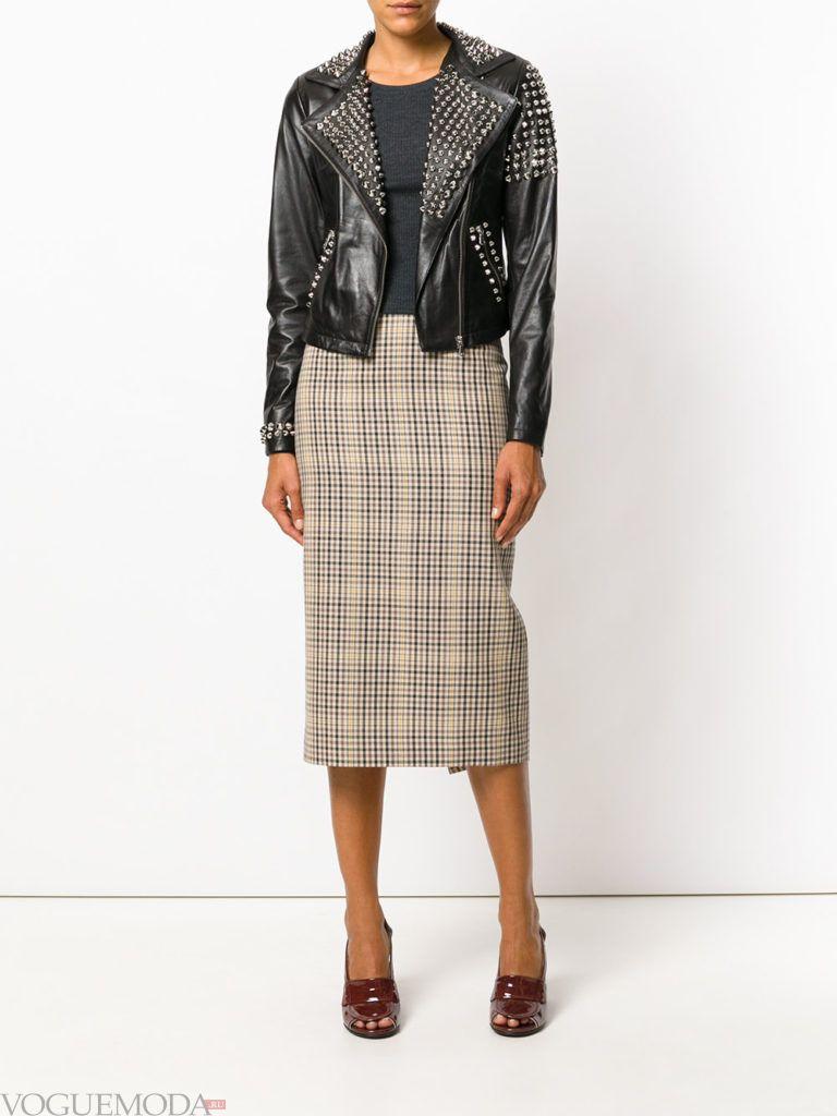 женские куртки осень-зима 2019 2020: байкерская с декором