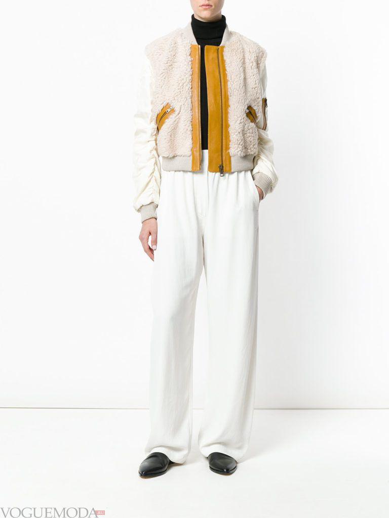 женская комбинированная куртка светлая