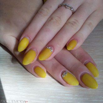 длинные ногти желтые