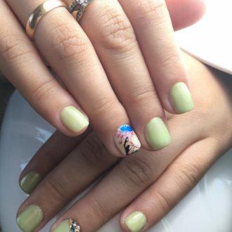 короткие ногти с декором